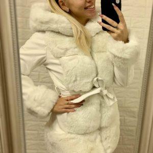 Elől szőrmés hosszított kabát